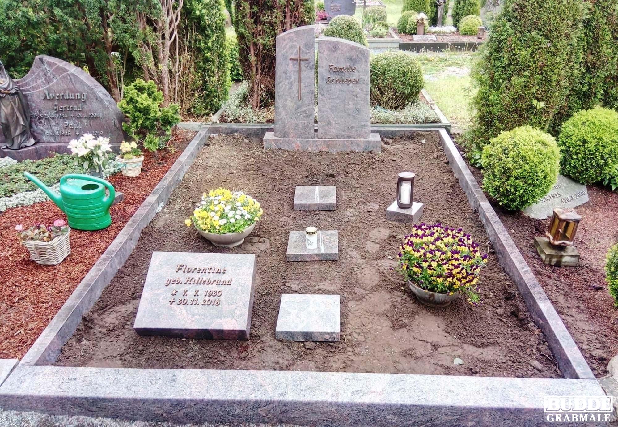 Beckum, Grabstein mit Einfassung und Liegestein