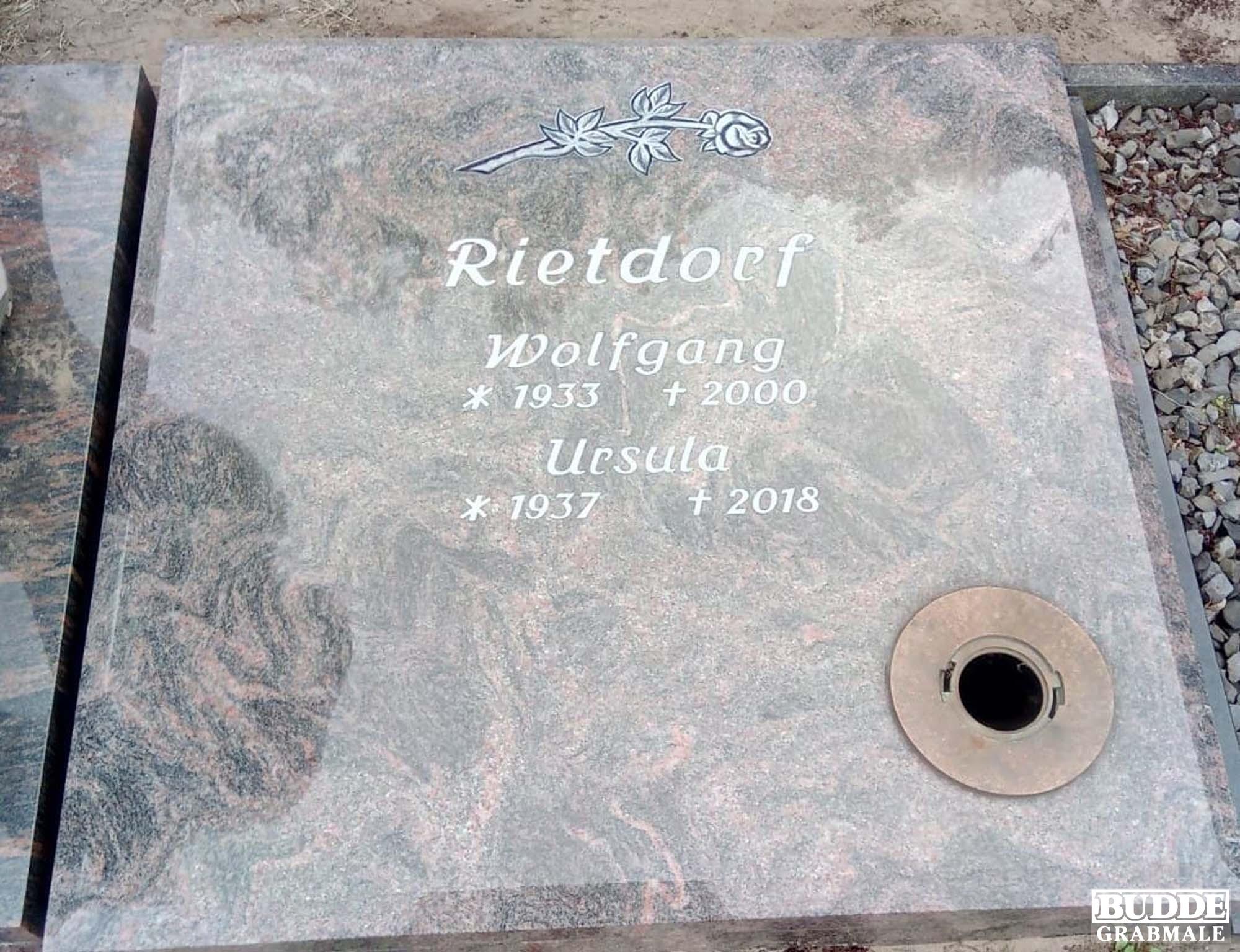 Clarholz, Urnengrababdeckung mit vertiefter Schrift