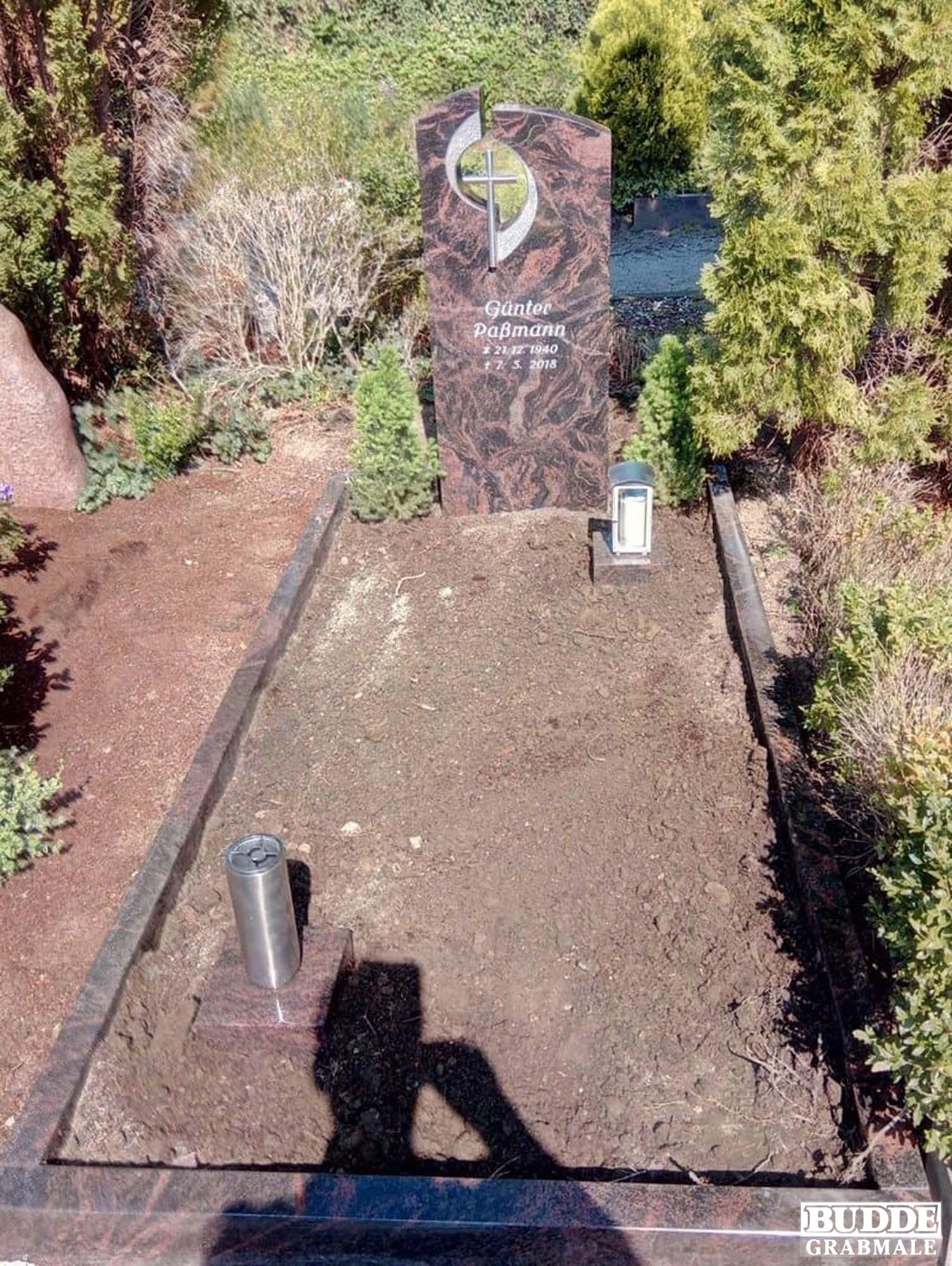 Hattingen, Grabstein mit Einfassung_Umrahmung