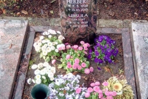 Freckenhorst, Urnengrabstein mit Madonnenrelief