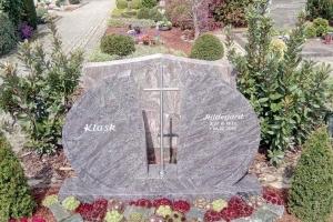 Glandorf, Grabstein zweiteilig mit Edelstahlkreuz