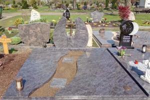 Hamm, Grabstein mit Einfassung und Teilabdeckung