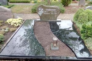 Sassenberg, Ergänzung einer Grabeinfassung und Teilabdeckung