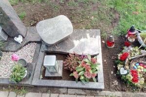 Sassenberg, Urnengrabanlage mit Liegestein