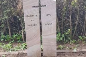 Warendorf, Grabstein zweiteilig Ibbenbürener Sandstein