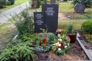 Bielefeld Stieghorst Grabstein stehend mit Einfassung