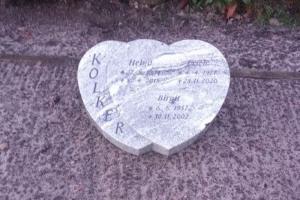 Grabstein Granit liegend  Herz
