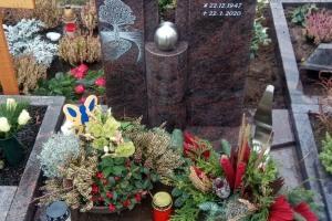 Sendenhorst Grabstein Urnengrab mit Gravur Laterne und Vase