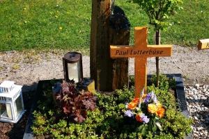 Altenberg, Urnengrabstein mit Einfassung