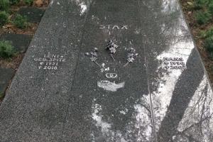 Dortmund, Grabanlage Abdeckplatten mit aufgesetzter Schrift