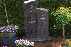 Hoetmar, Grabstein zweiteilig