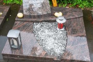 Hoetmar, Urnengrabstein mit Teilabdeckung