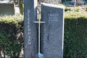 Ostbevern Grabstein zweiteilig mit Edelstahlkreuz