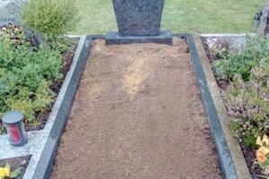 Lotte Osnabrück, Grabstein Einzelgrab mit Einfassung