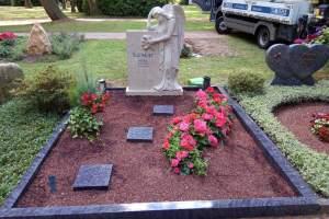 Dortmund, Grabstein besonders Bildhauerarbeit Engel