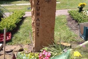 Grabstein mit Bildhauerarbeit