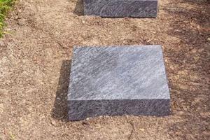 Melle, Grabstein Einzelgrab mit Trittplatten