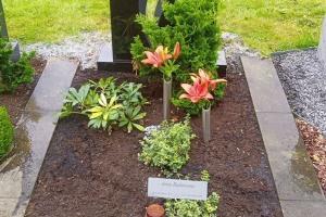 Rühten, Einzelwahlgrab mit Ornament und Laterne