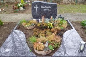 Sassenberg Grabstein mit Einfassung und Teilabdeckung pflegeleicht