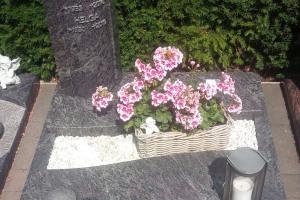 Warendorf, Urnengrabanlage mit Vase, Laterne