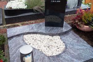 Albersloh, Urnengrab, Urnenanlage, Urnenstein, Abdeckplatte, Stele