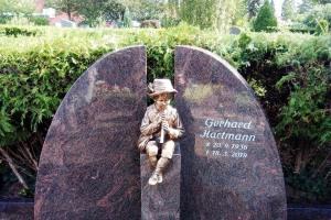 Clarholz, Grabstein, Zweiteiler, Bronzefigur