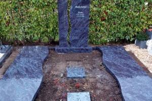 Grabanlage, Grabstein, Zweiteiler, Abdeckplatten, Eingassung