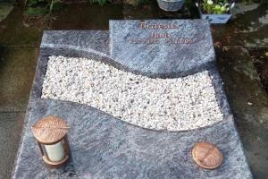 Lette, Urnenanlage, Grabstein, Teilabdeckung, Einfassung, Bronzeschrift