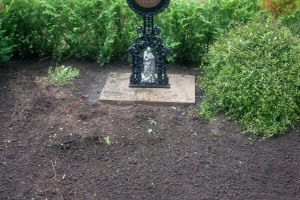 Ennigerloh, Doppelgrab Kreuz aus Gusseisen mit Christuskorpus