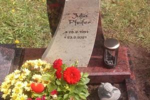 Hasbergen, Urneneinzelgrab mit Ornament, Laterne und Vase