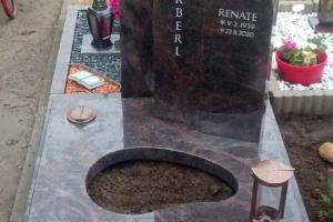 Sendenhorst, Urnengrab mit Laterne, Vase Teilabdeckung und Einfassung