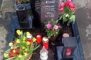 Eickelborn, Urnengrab mit Laterne, Vase und Einfassung