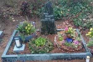 Emsdetten, Urnengrab mit Laterne und Einfassung