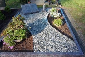 Lotte, Büren, Grabanlage, Granitbuch, Einfassung, Kies, pflegeleicht