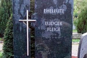 Sendenhorst, Denkmal, Zweiteiler, Stelen, Edelstahlkreuz