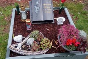 Wiedenbrück, Urnenanlage, Granitbuch, Einfassung, Ornament