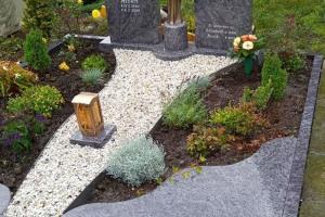 Rüthen Grabstein mit Maria und Laterne