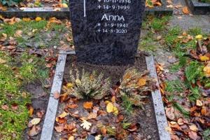 Stockkaempen Grabstein mit Kreuz
