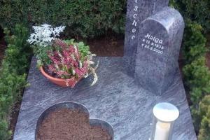 Telgte Grabsteinplatte mit Grabstein und Herz und Laterne