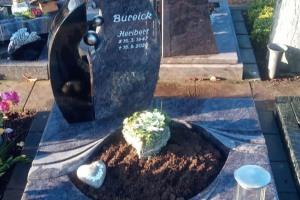 Clarholz Herzebrock Urnengrabanlage mit Grabstein und Abdeckplatten Grablaterne aus Edelstahl mit Edelstahlkugeln