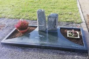 Lippborg Lippetal Urnengrab Grabstein Serpentin Teilabdeckplatte und Einfassung pflegeleichte Gestaltung