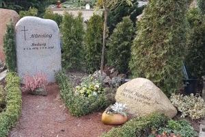 Warendorf, Grabstein und Findling