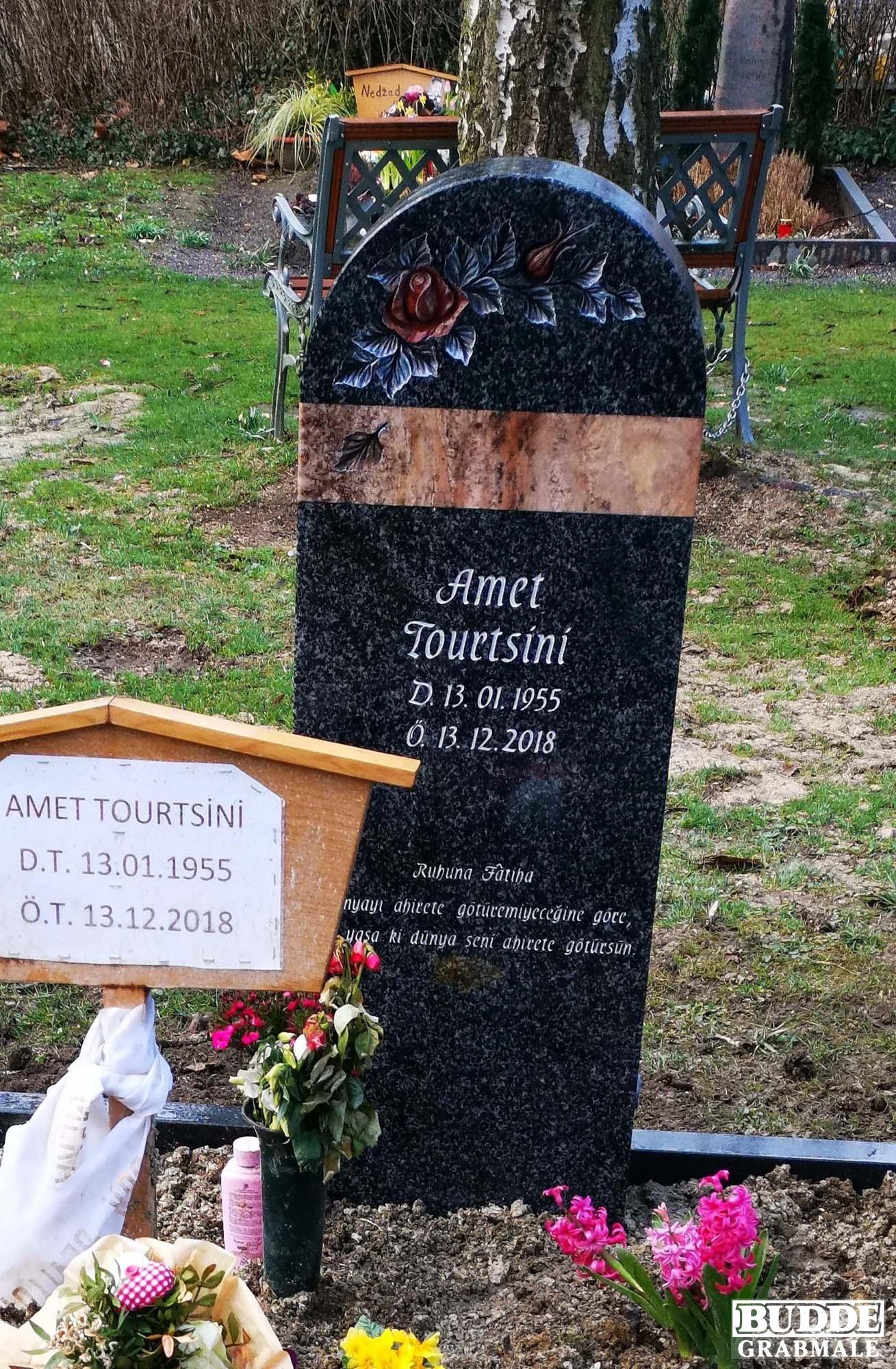 Ahlen, Grabstein aus Fichtelgebirgsgranit und Odenwaldquarz