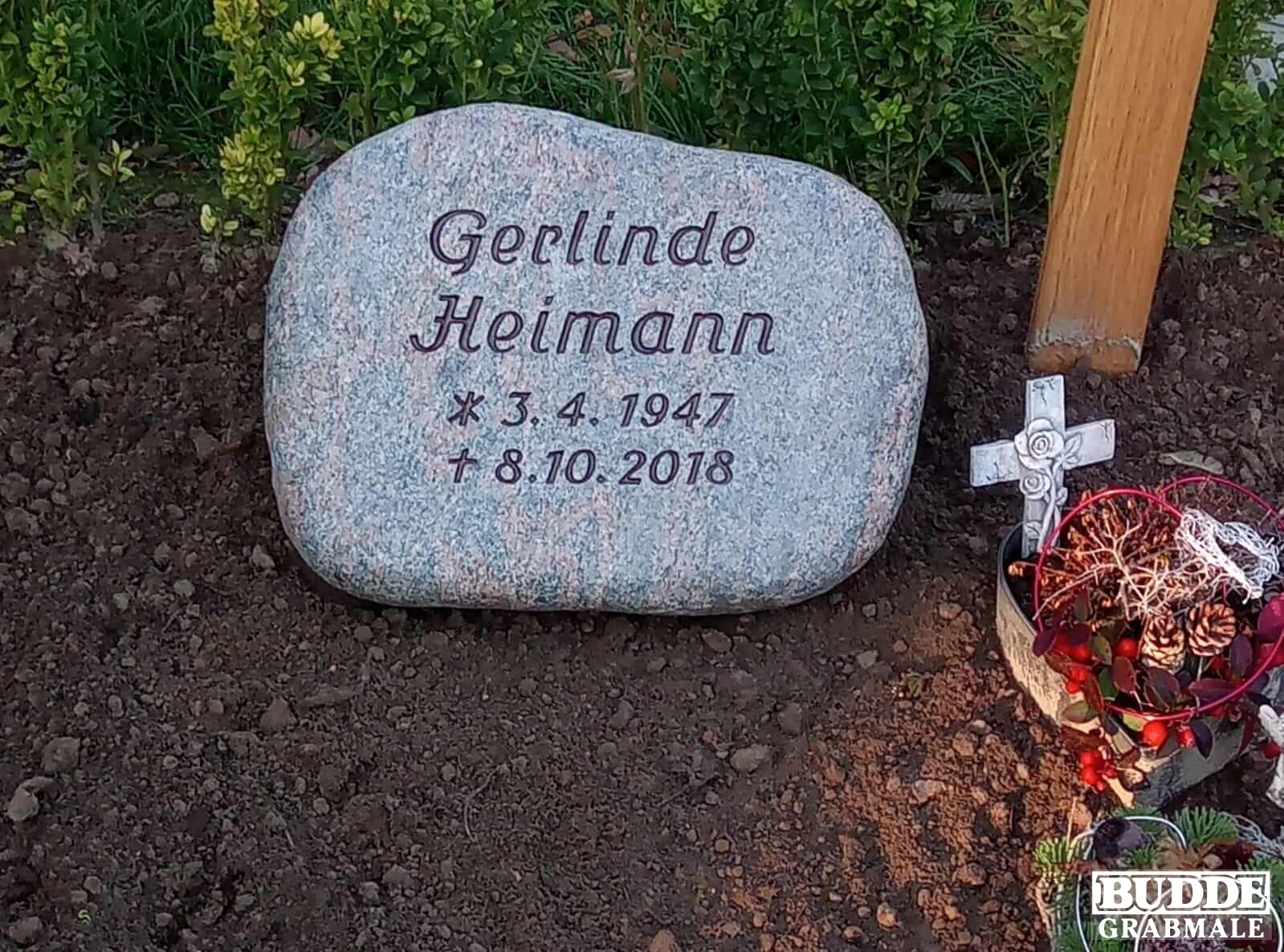 Grabstein liegend aus Barap Granit