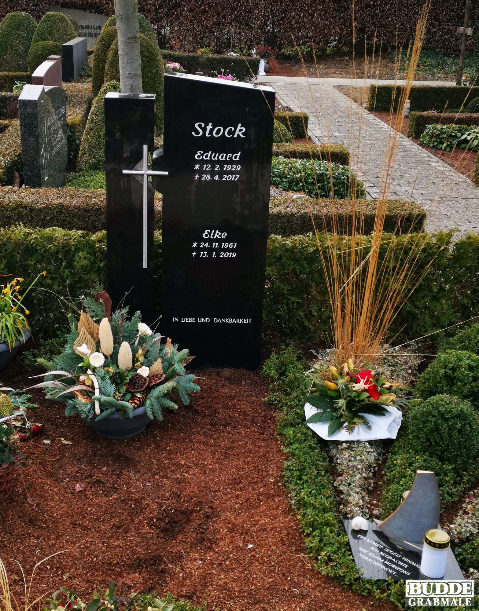 Langenberg, Grabstein zweiteilig mit Edelstahlkreuz