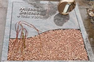 Hövelhof, Urnengrab mit Teilabdeckung