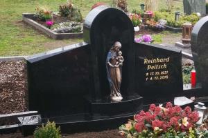 Marienfeld, Grabstein Doppelgrab mit Bronzemadonna