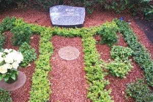 Sennestadt, Grabstein liegend mit Gravur