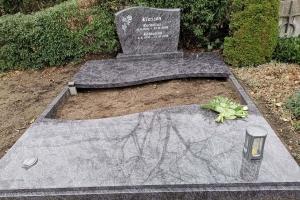Warendorf, Grabstein mit Einfassung und Teilabdeckung