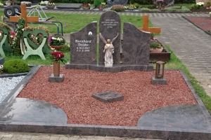 Grabstein mit Einfassung und Teilabdeckung, Alfen bei Borchen